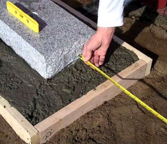 How long do you wait before putting up a headstone?